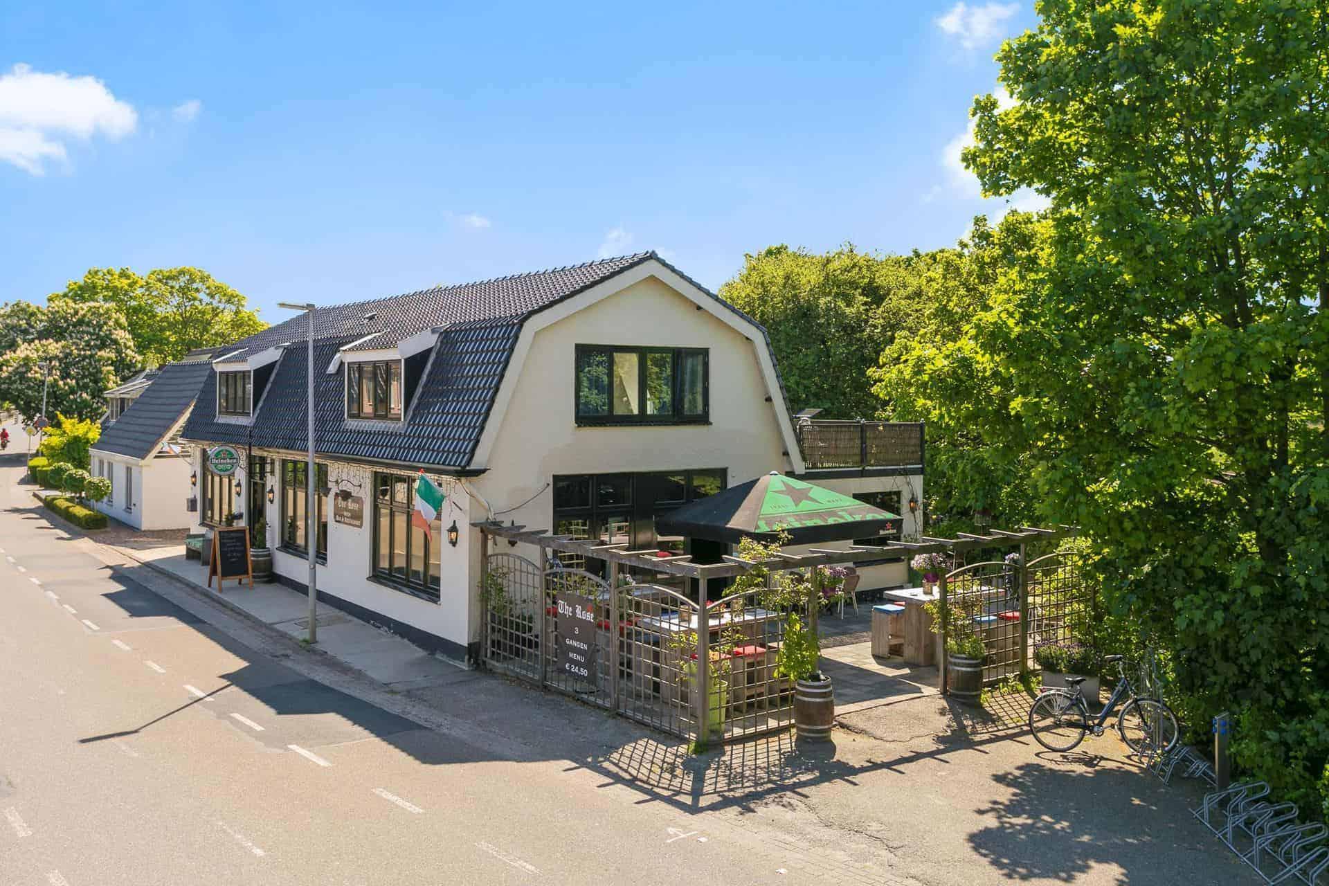 Café-restaurant met terras en bovenwoning in Alkmaar