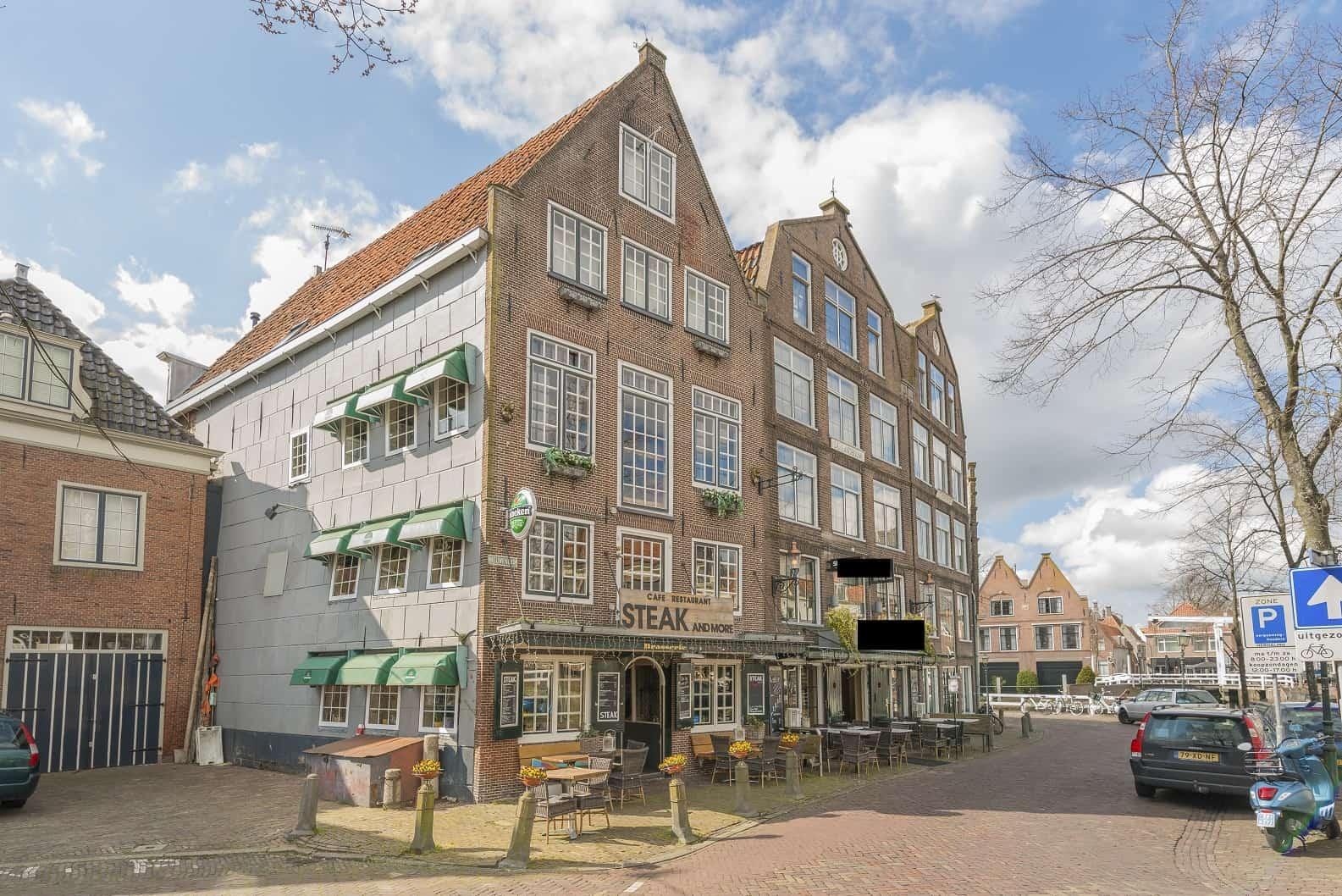 Restaurant gelegen in de haven van Hoorn