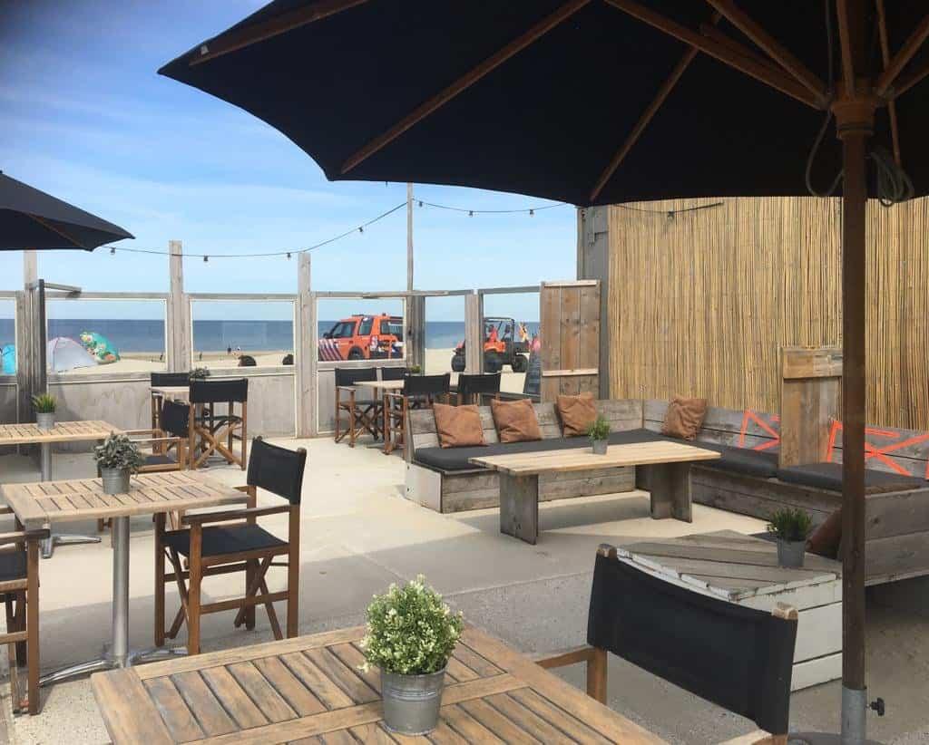 Strandpaviljoen aan het strand van Wijk aan Zee