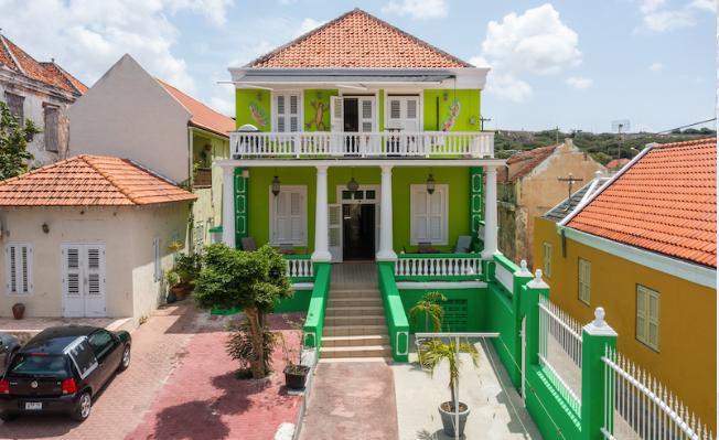 Pension met 24 kamers in Willemstad Curaçao