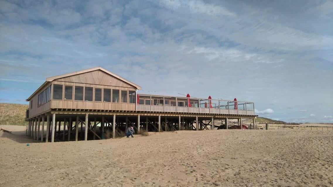 Strandpaviljoen met 46 strandhuisjes